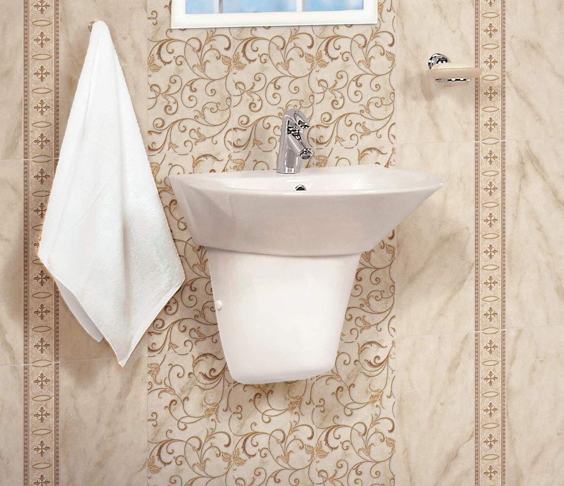 Бежевая плитка с узором в ванной комнате