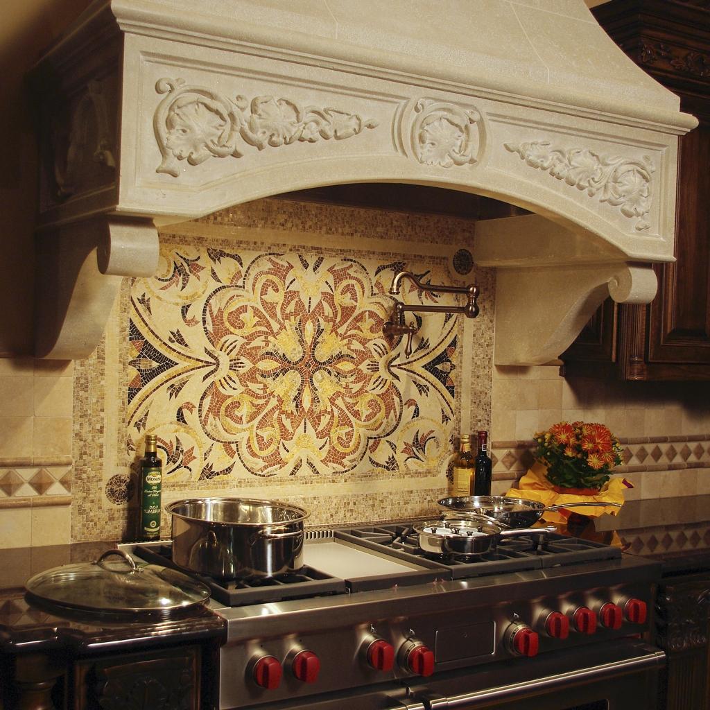Узор из мозаики на кухне