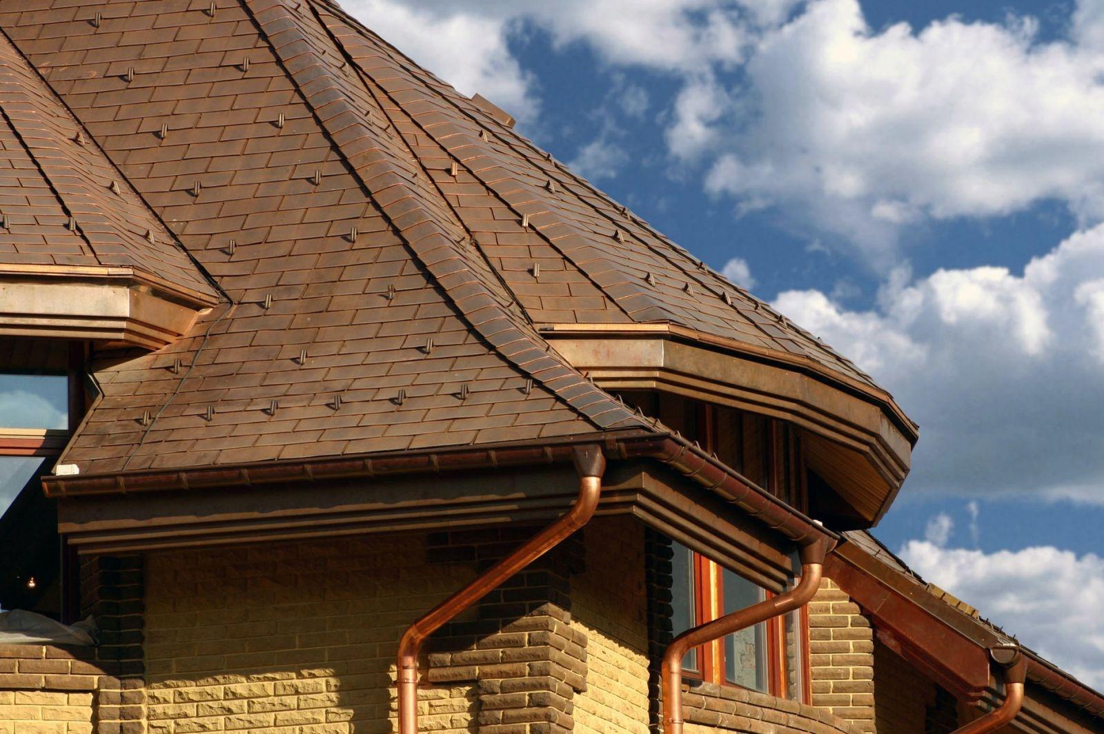 Софиты на вальмовой крыше