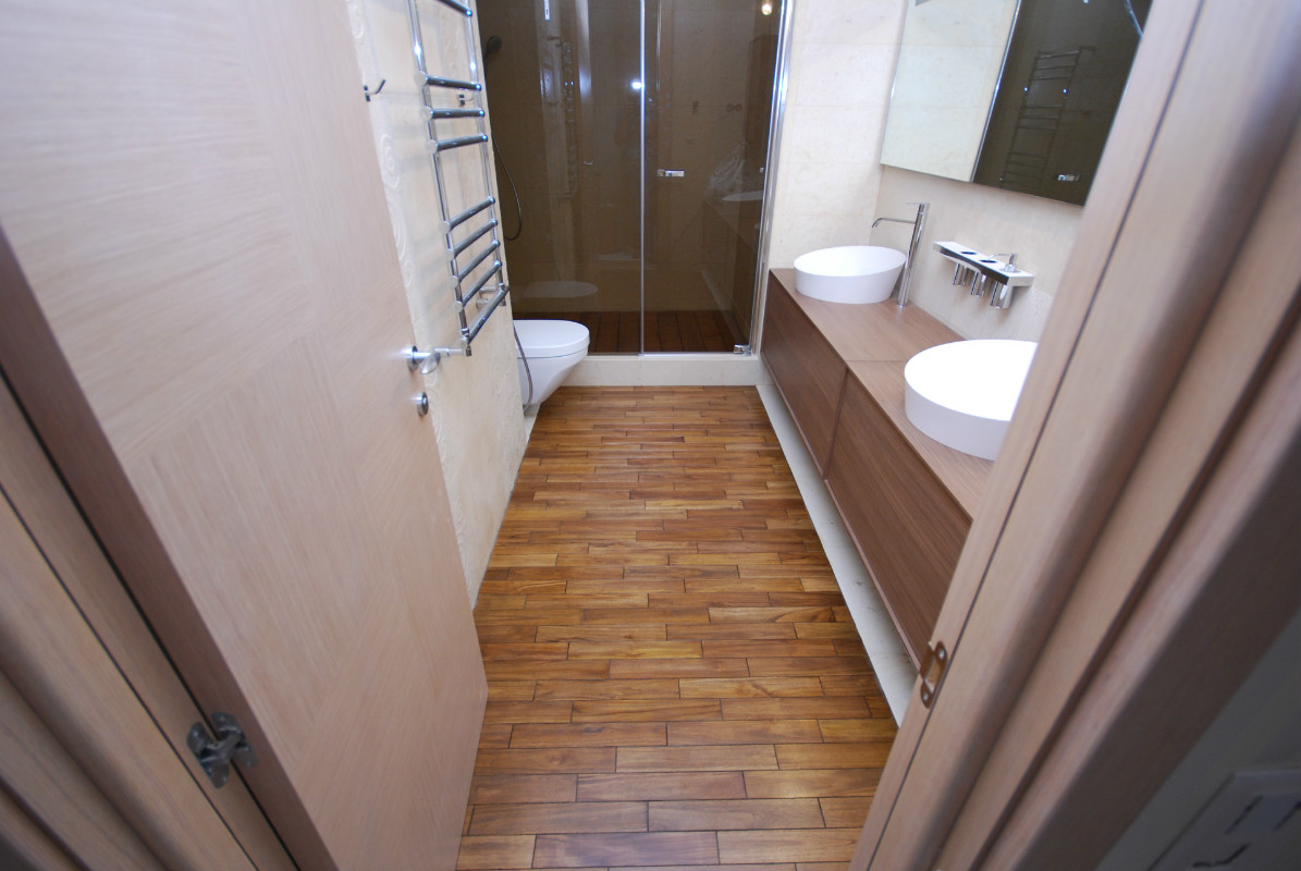 Плитка под паркет в ванной
