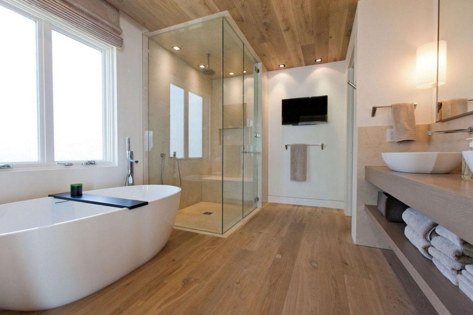 Ламинат на потолке в ванной