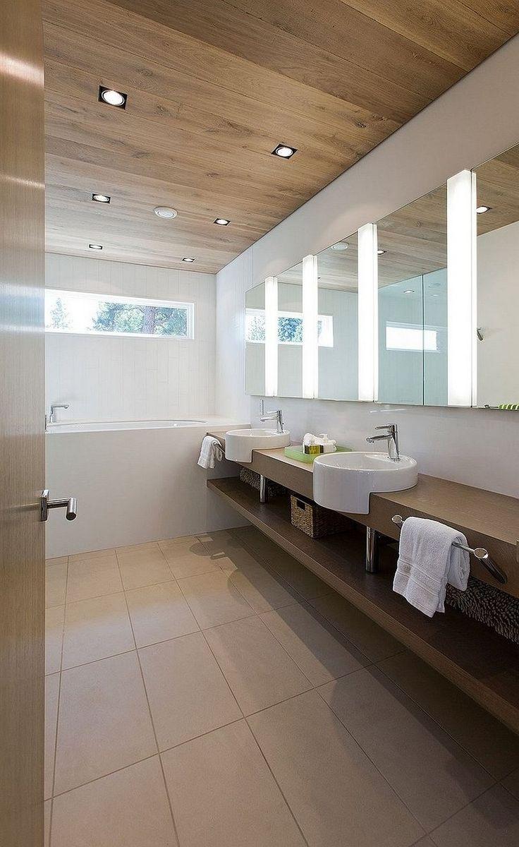 Ламинат на потолке в интерьере ванной комнаты