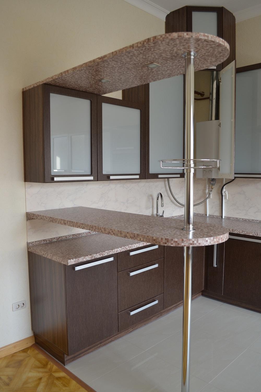 Кухонный гарнитур с барной стойкой цвета венге