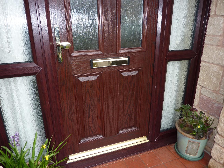 Входная дверь из палисандра