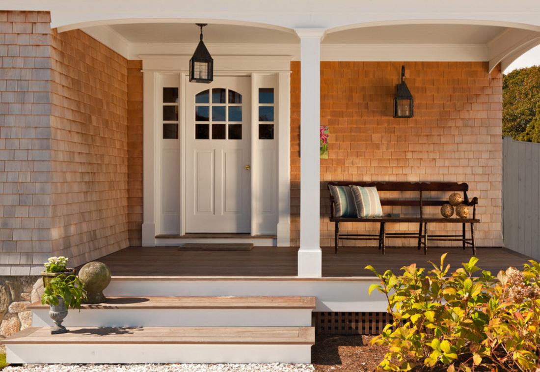 Белая входная дверь с расширителями