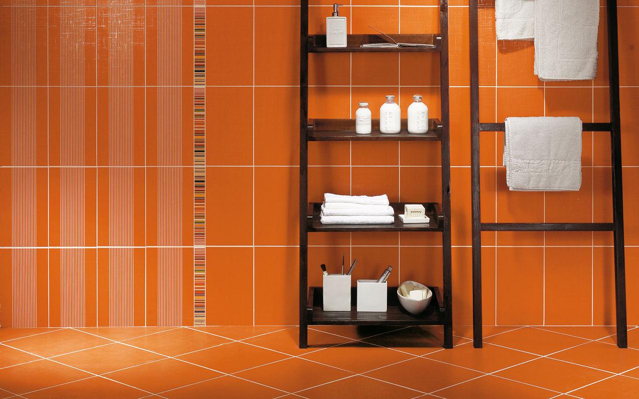 Оранжевая плитка с декоративными вставками