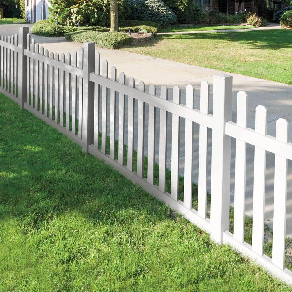 Белый забор из дерева