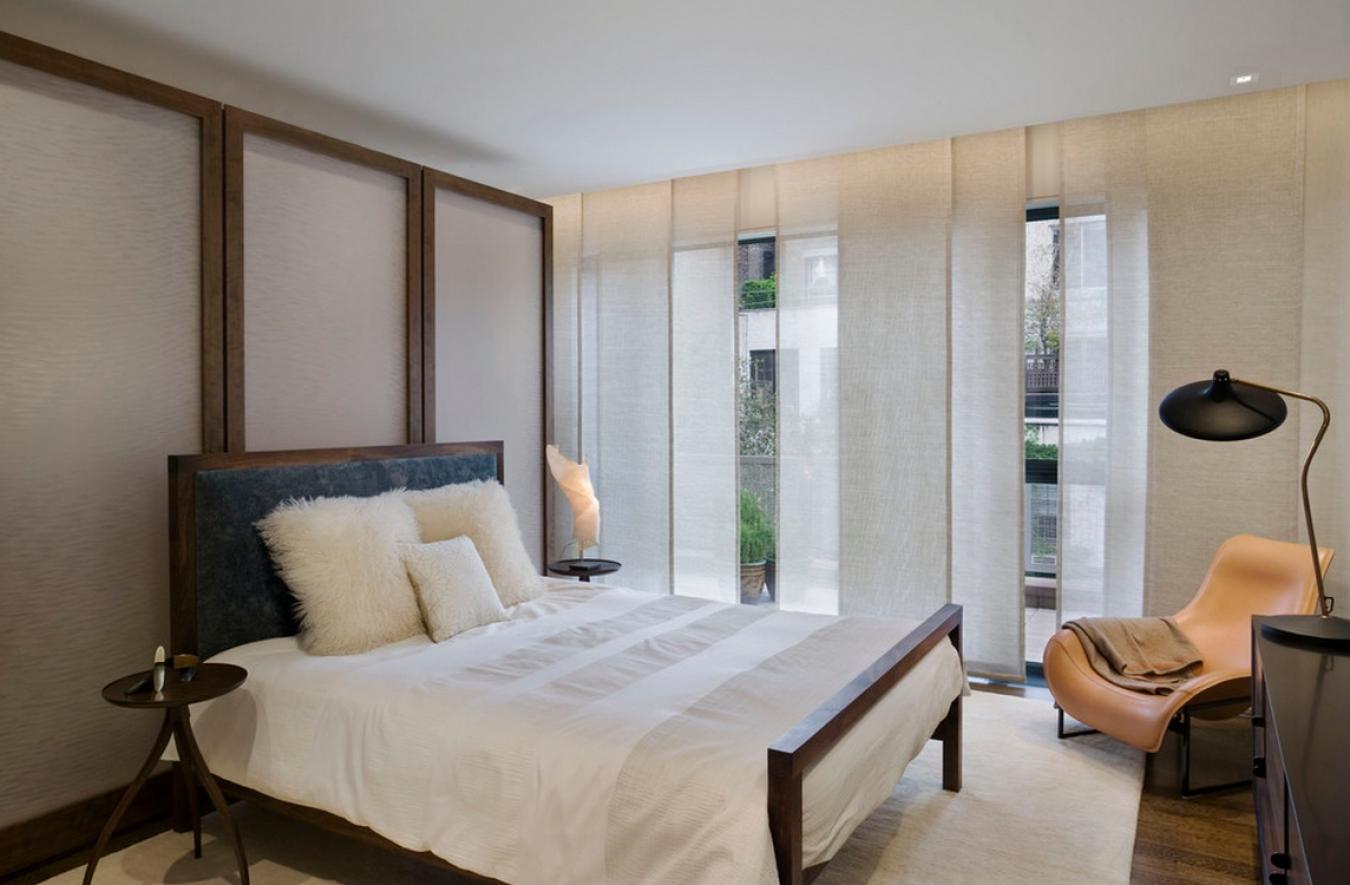 Белые шторы в японском стиле