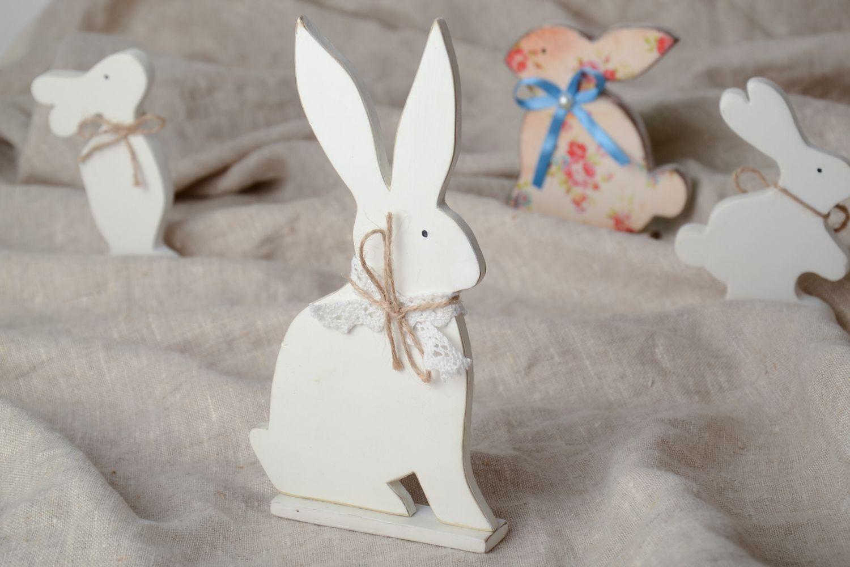 Пасхальный кролик из дерева