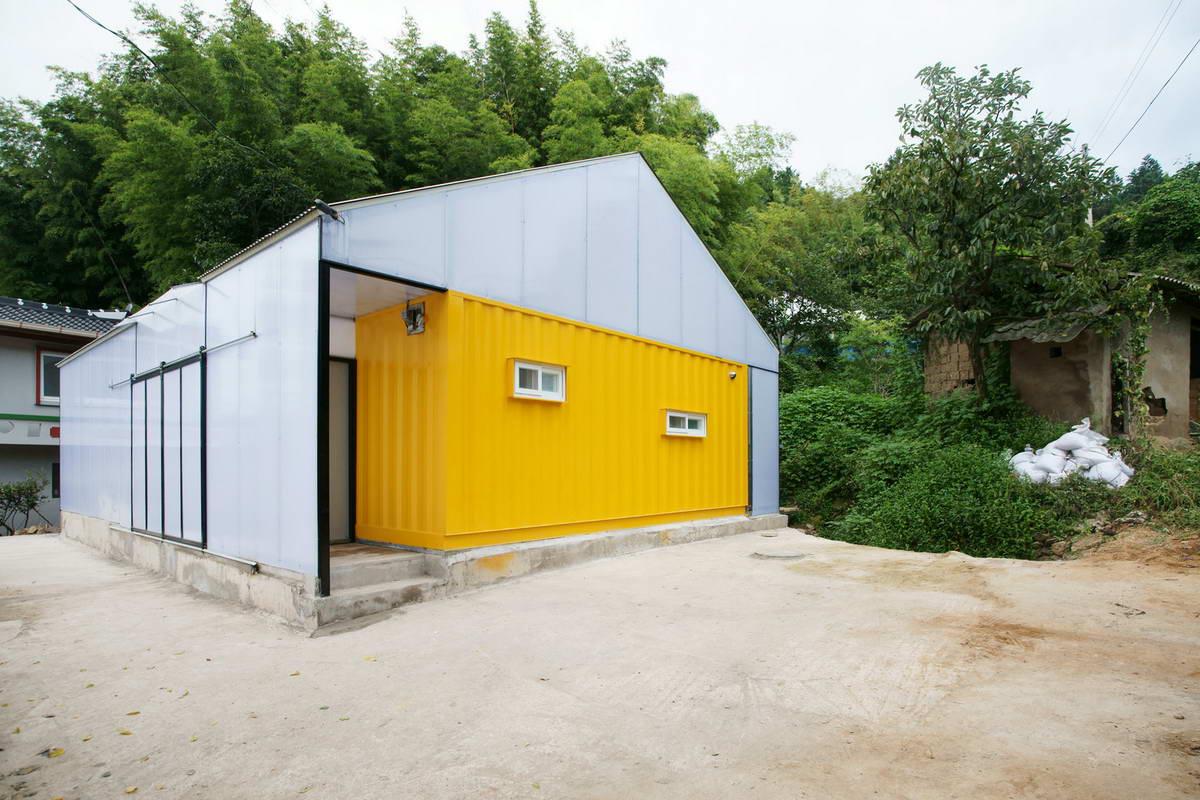 Дом из железнодорожных контейнеров