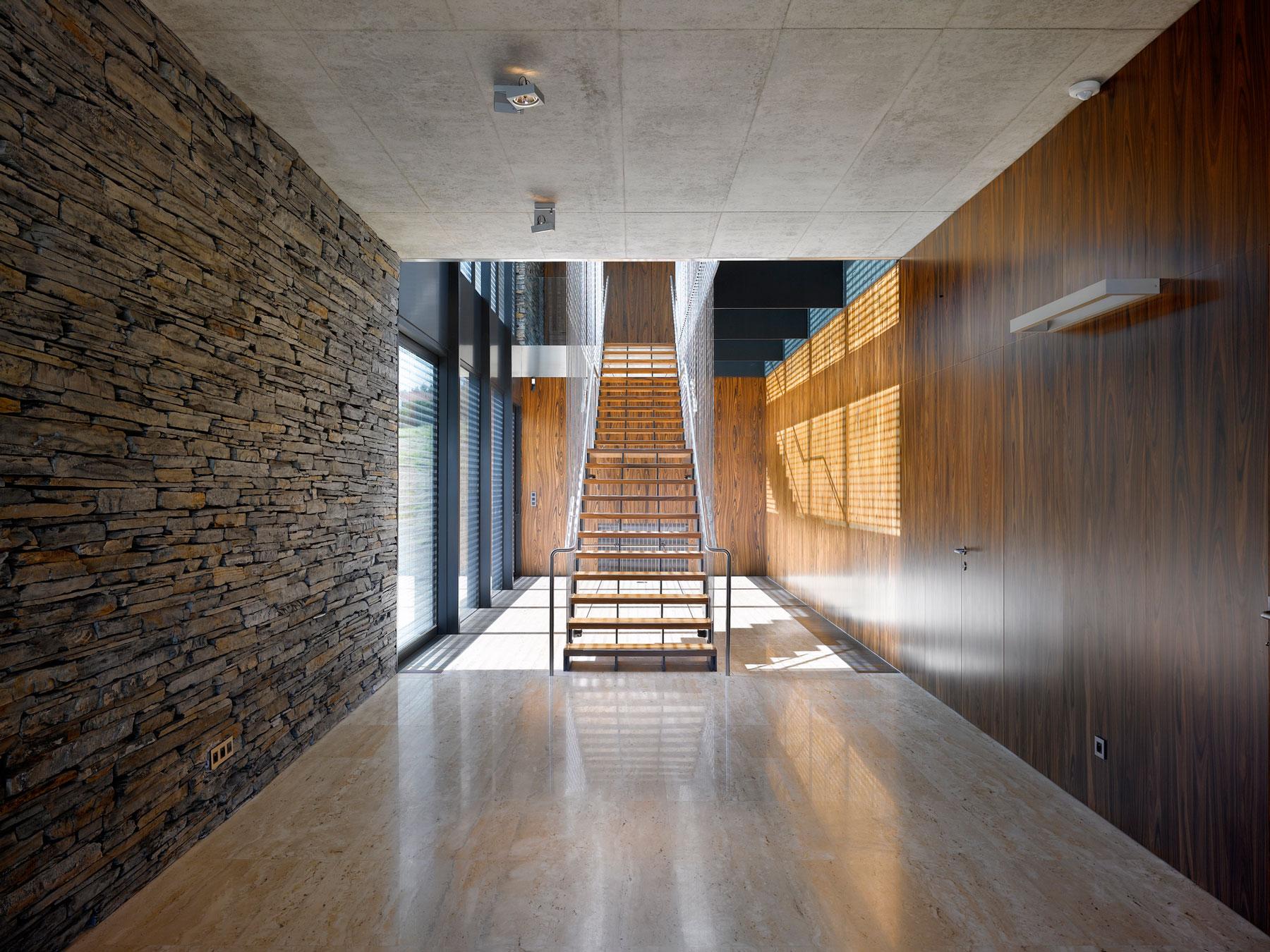 Стеновые панели для коридора зебрано