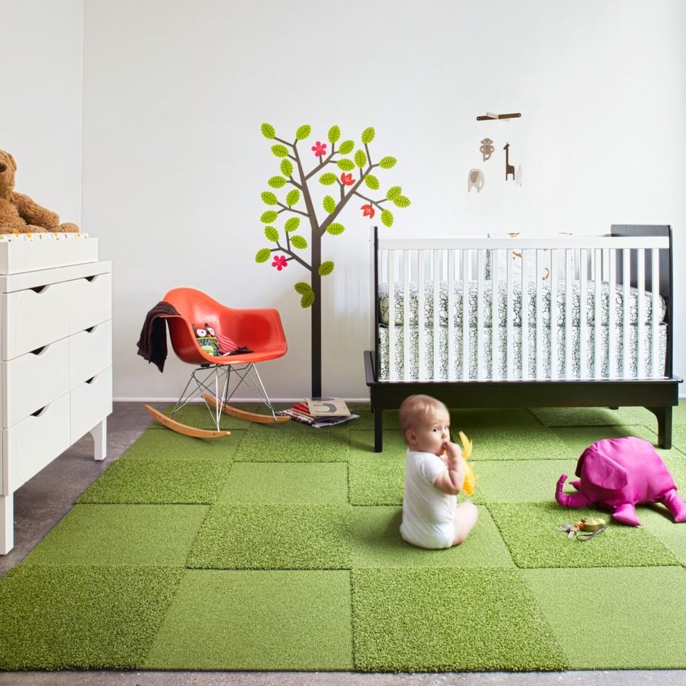 Зеленый ковролин в детской