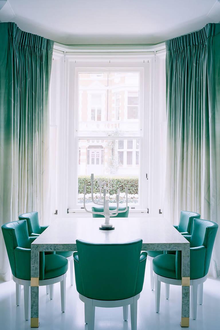 Кухня с эркером в зеленом цвете