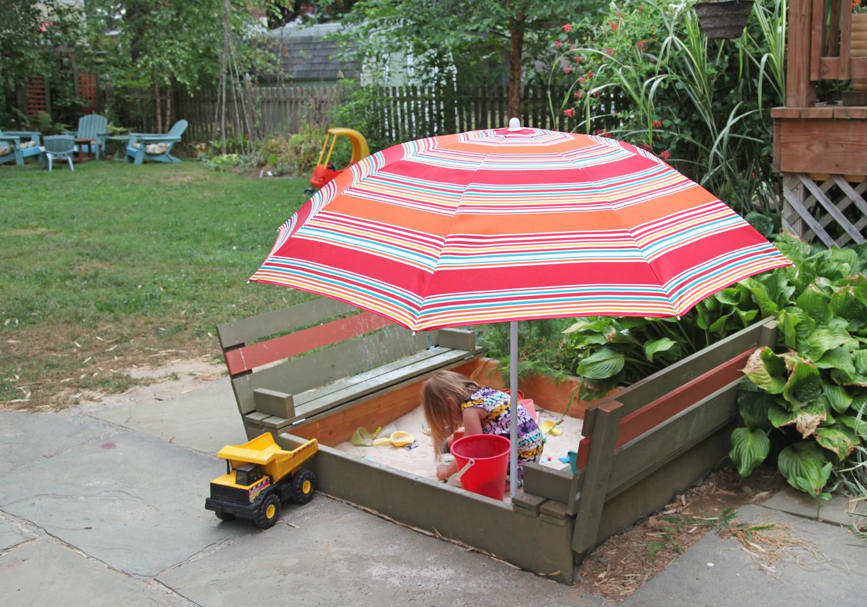 Детская песочница с зонтиком