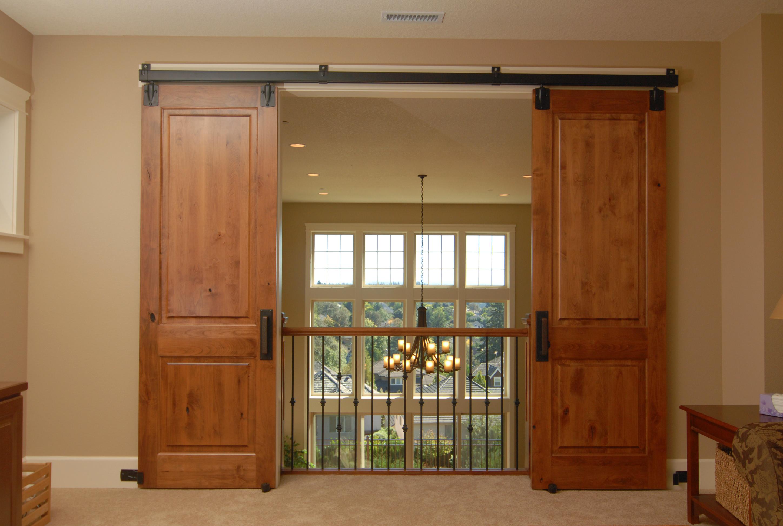 Двустворчатая амбарная дверь