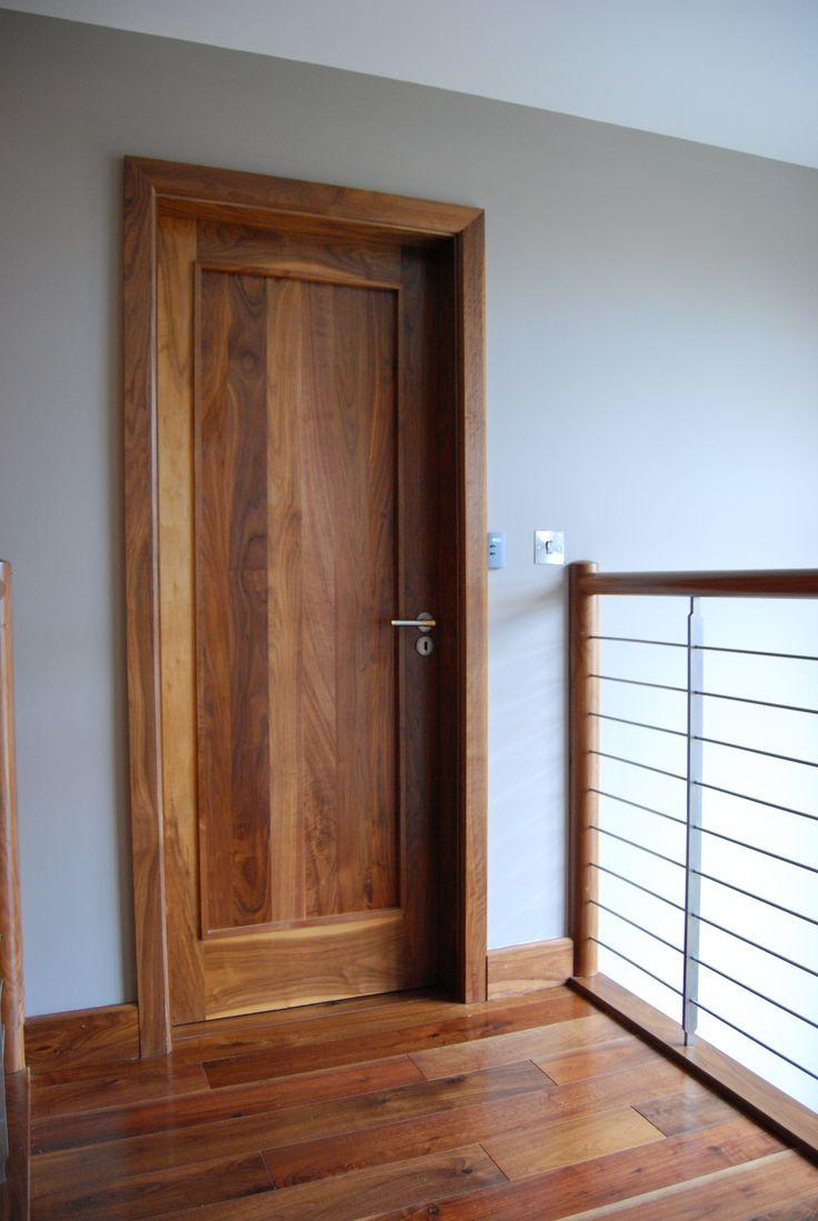 Дверь цвета американского ореха