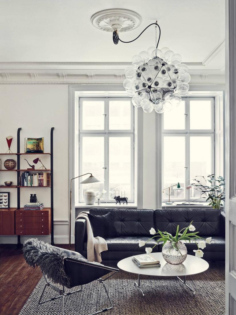 Черный диван в стиле авангард