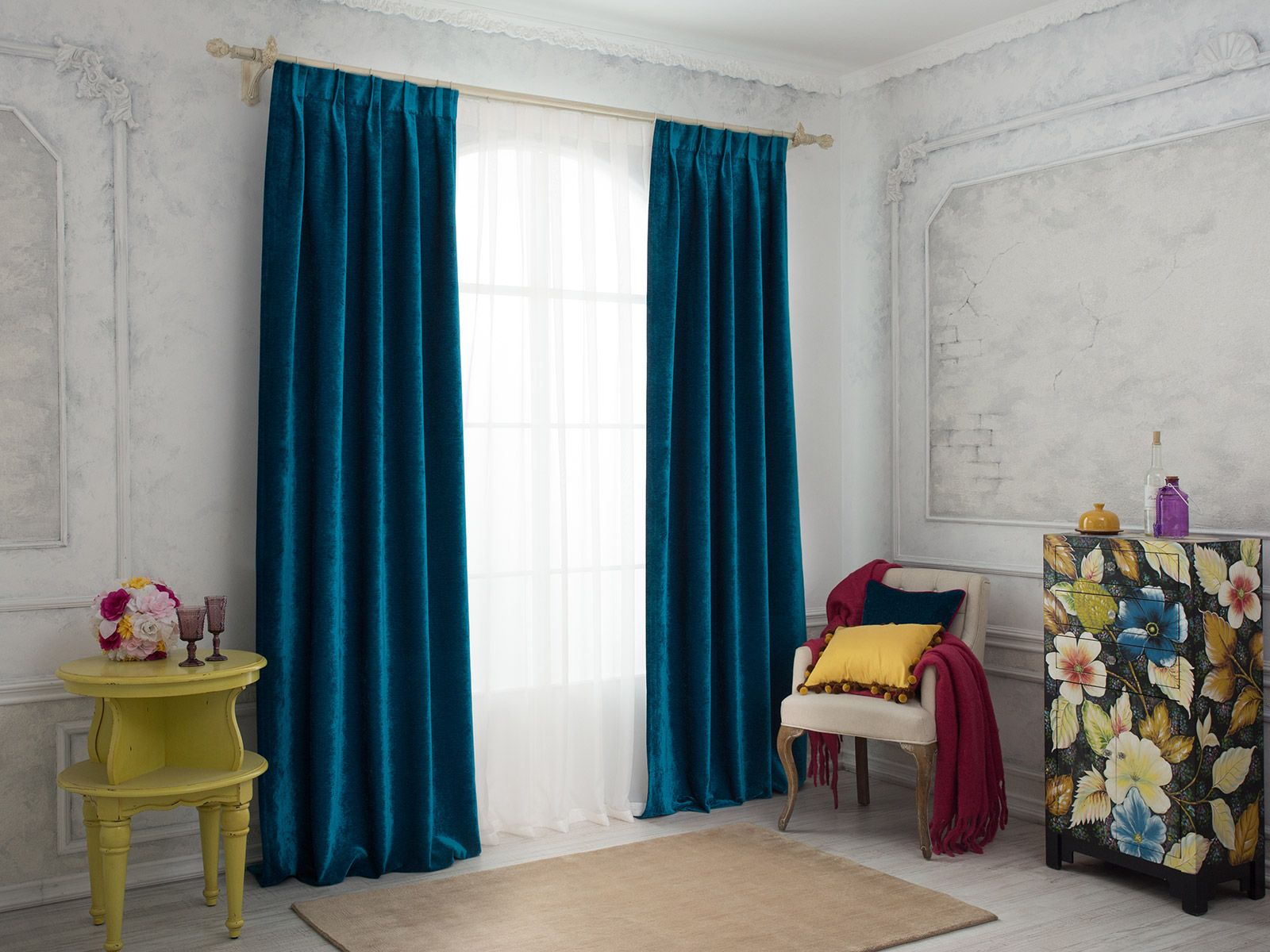 Синие бархатные шторы