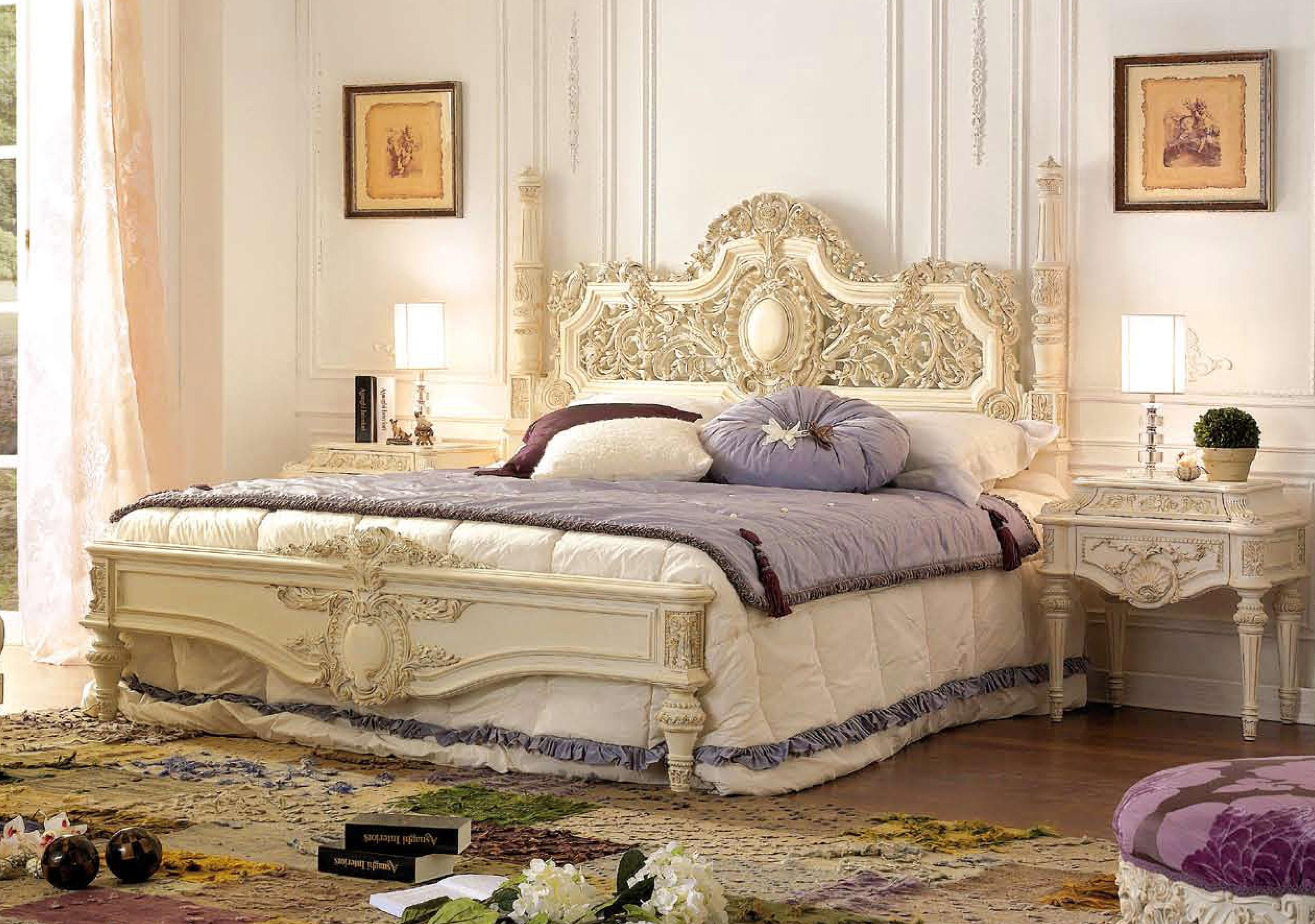 Резная кровать в стиле барокко
