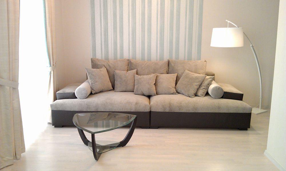 Бархатный бежевый диван