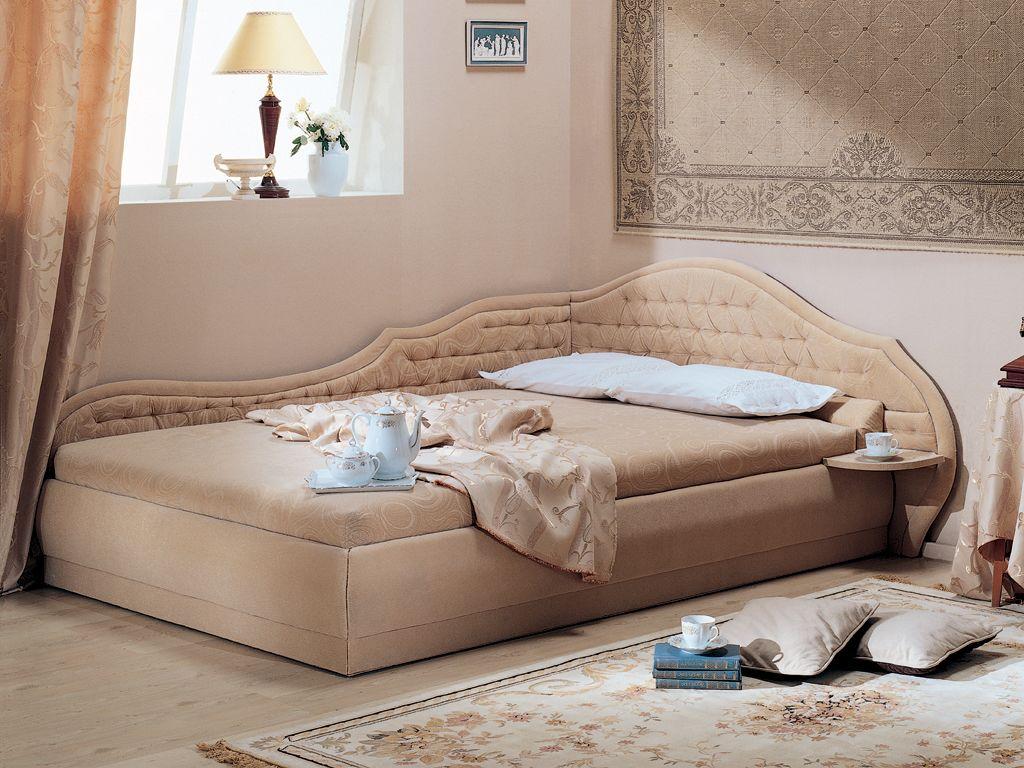 Бежевая угловая кровать