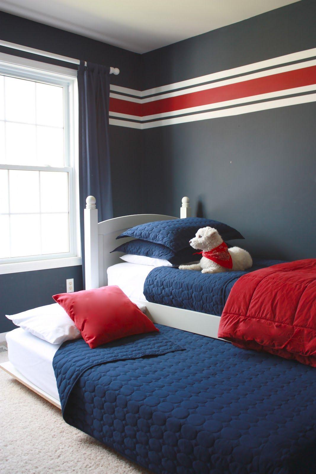 Белая кровать для мальчика