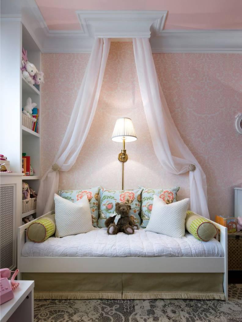 Белая кровать для девочки