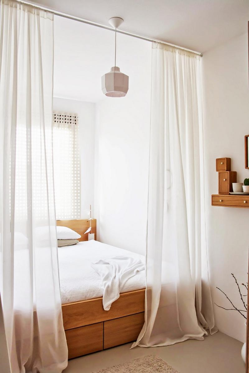 Белая уютная спальня