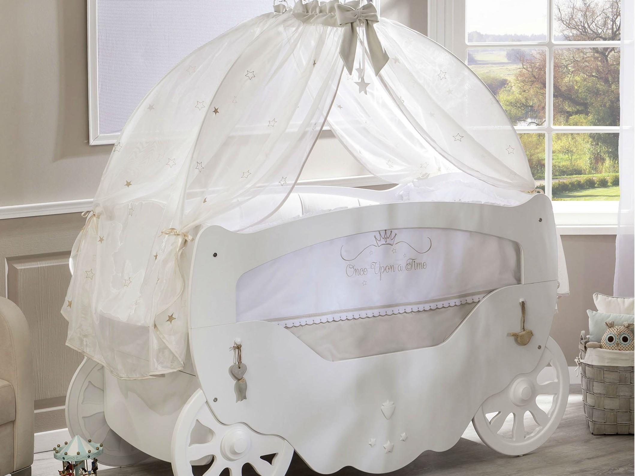 Кровать-карета белого цвета