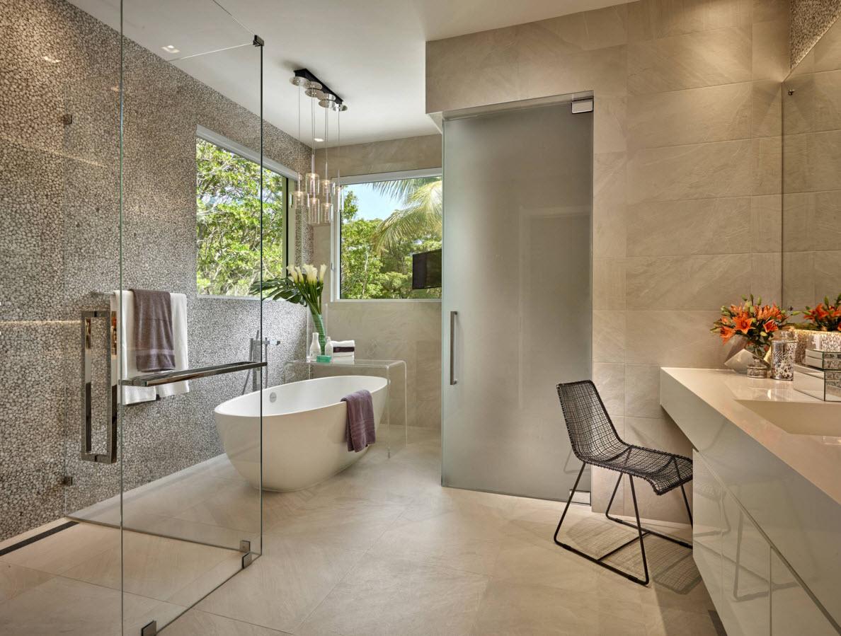 Белая овальная ванна