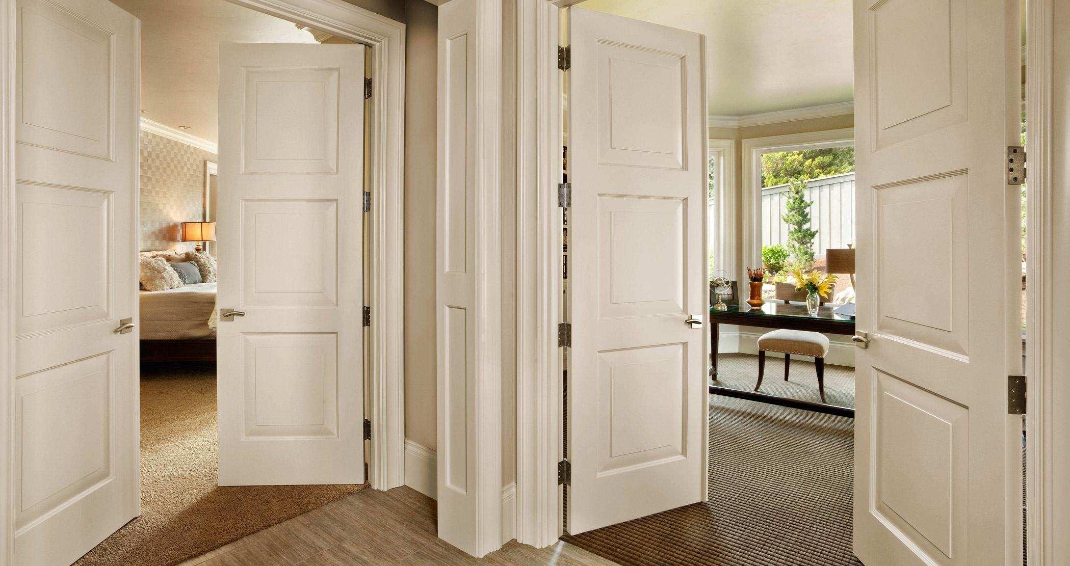 Двустворчатая белая дверь