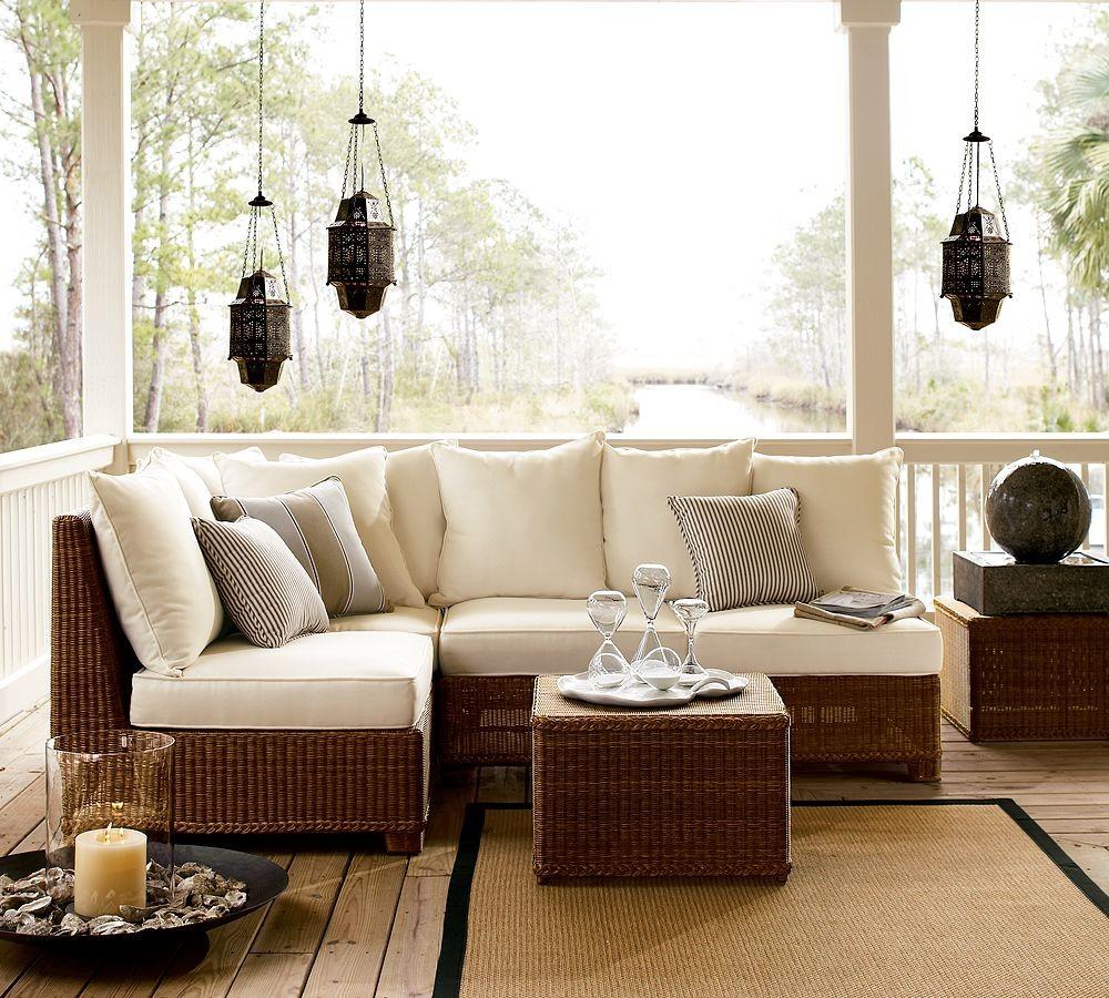 Белый диван из ротанга
