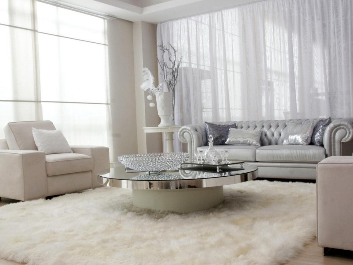 Белый ковер в гостиной