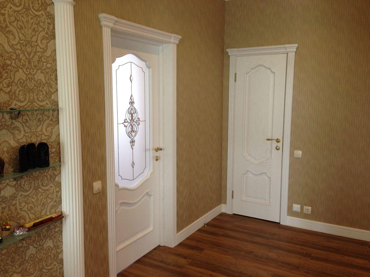 Белая дверь из ясеня