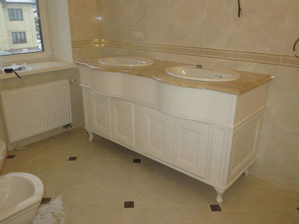 Белый комод в ванную