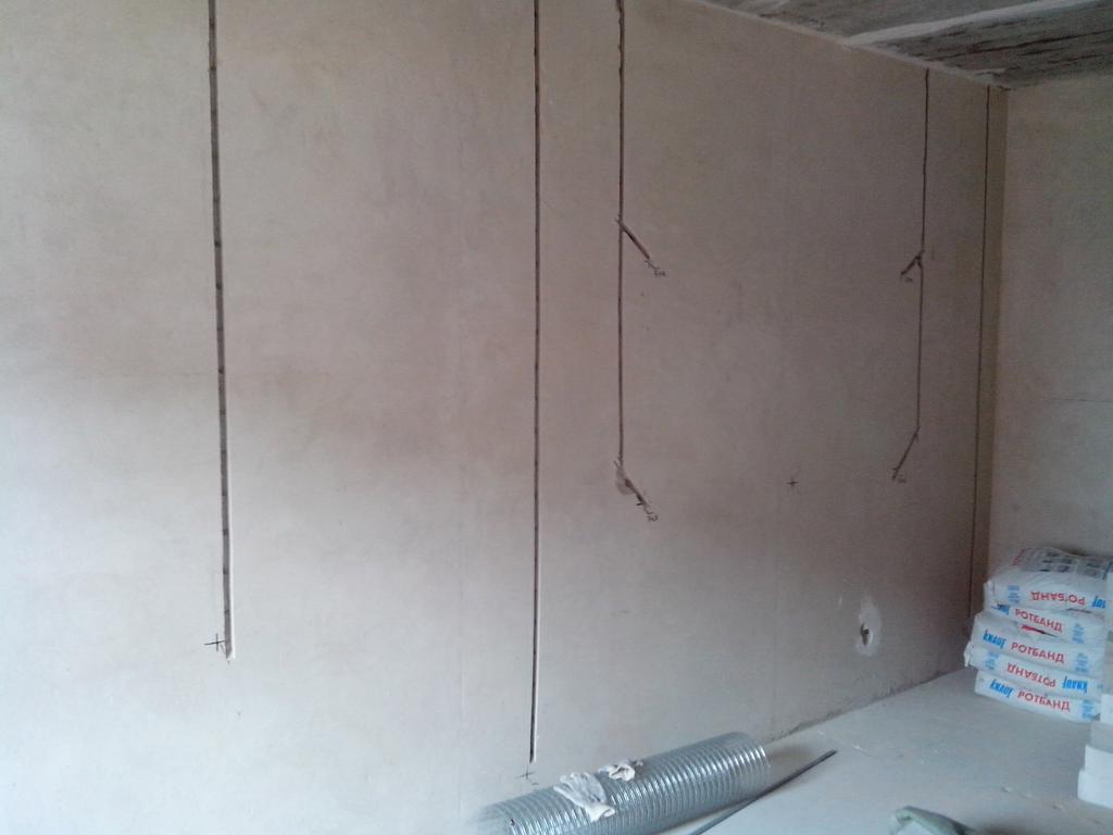 Штробление бетонных стен