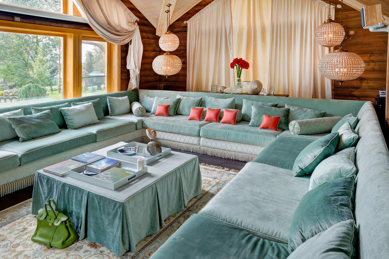 Большой велюровый диван