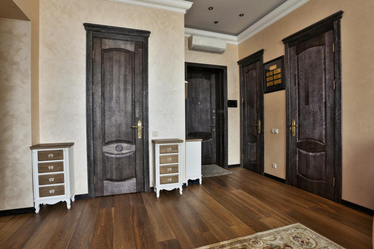 Межкомнатная дверь из брашированного дуба