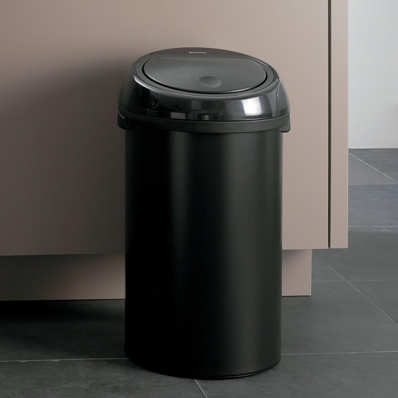 Черное ведро для мусора