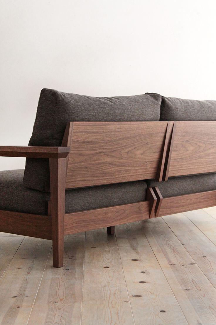 Деревянный черный диван
