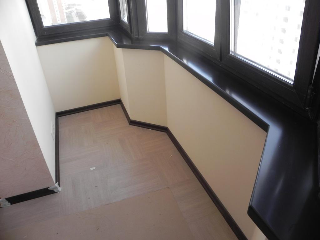 Черный бетонный подоконник