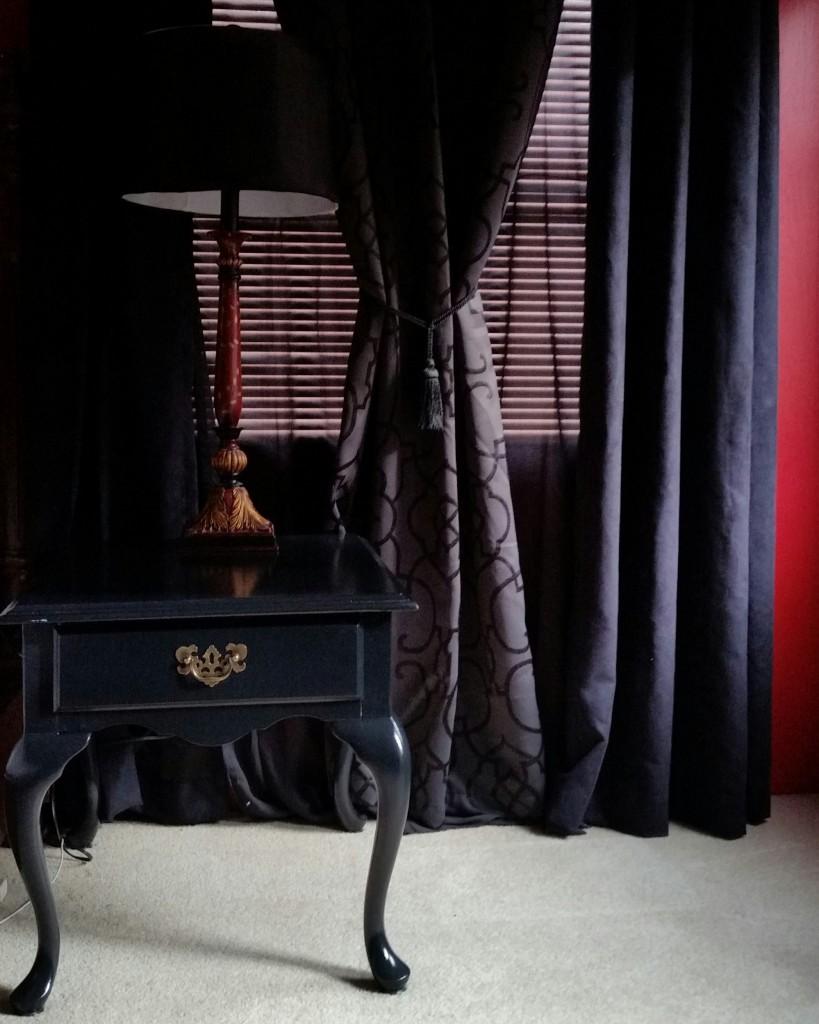 Черные шторы в стиле прованс