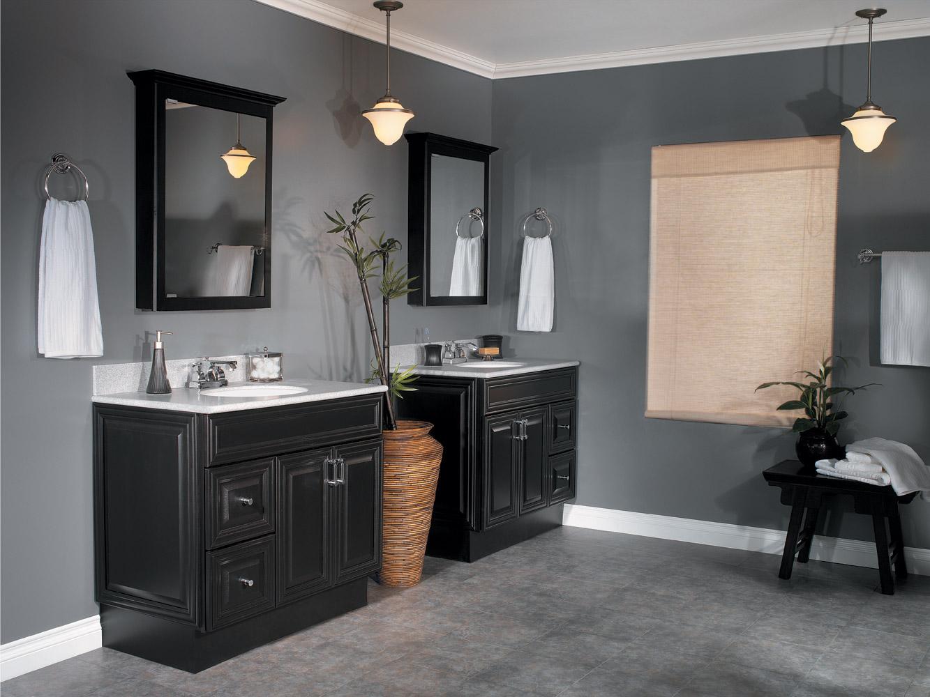 Черный шкаф в ванной