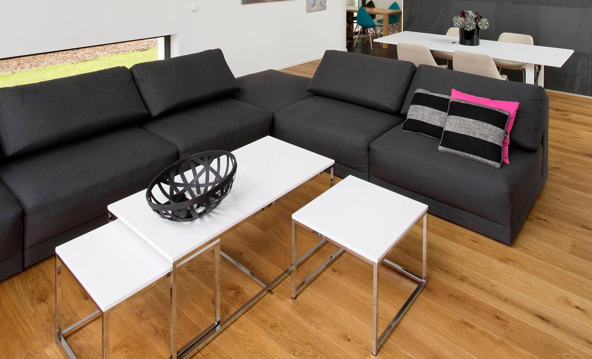 Черный диван без подлокотников