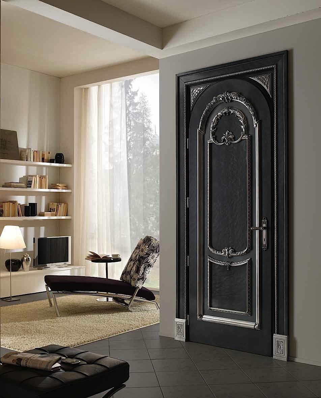 Классическая черная дверь