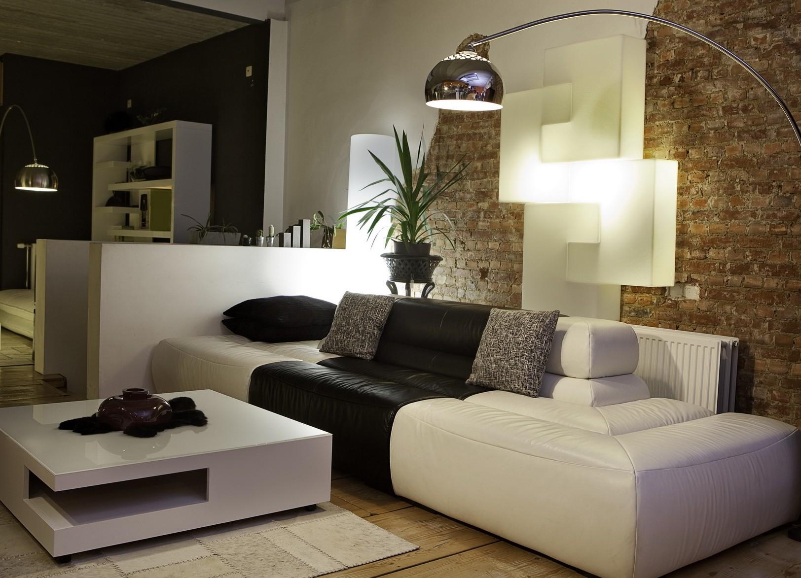 Черно-белый диван без подлокотников
