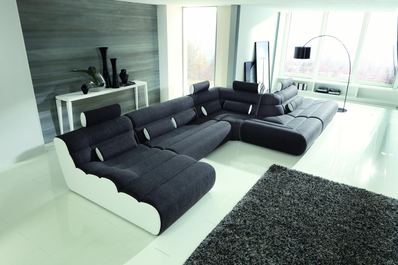 Черный бескаркасный диван
