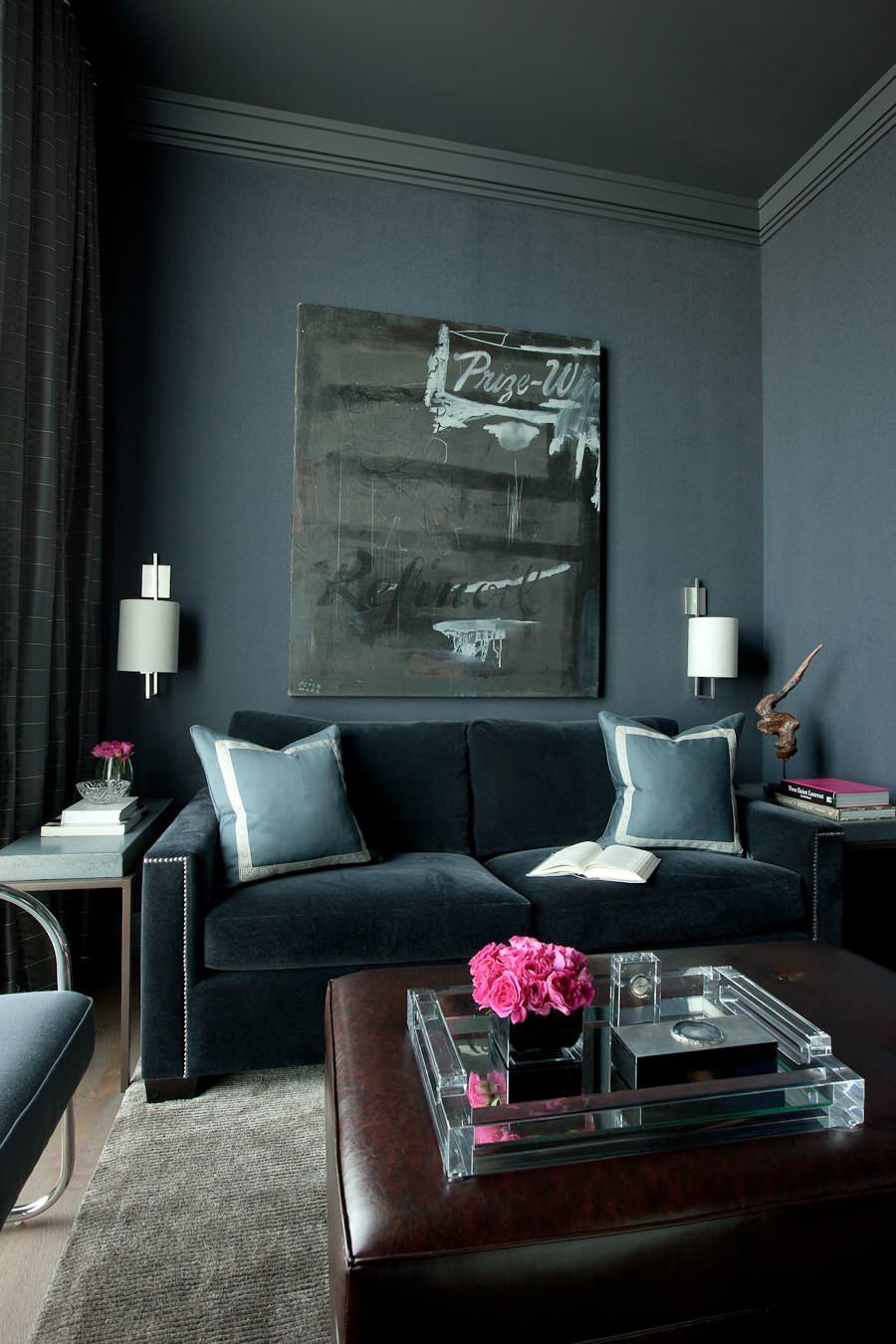 Черный велюровый диван