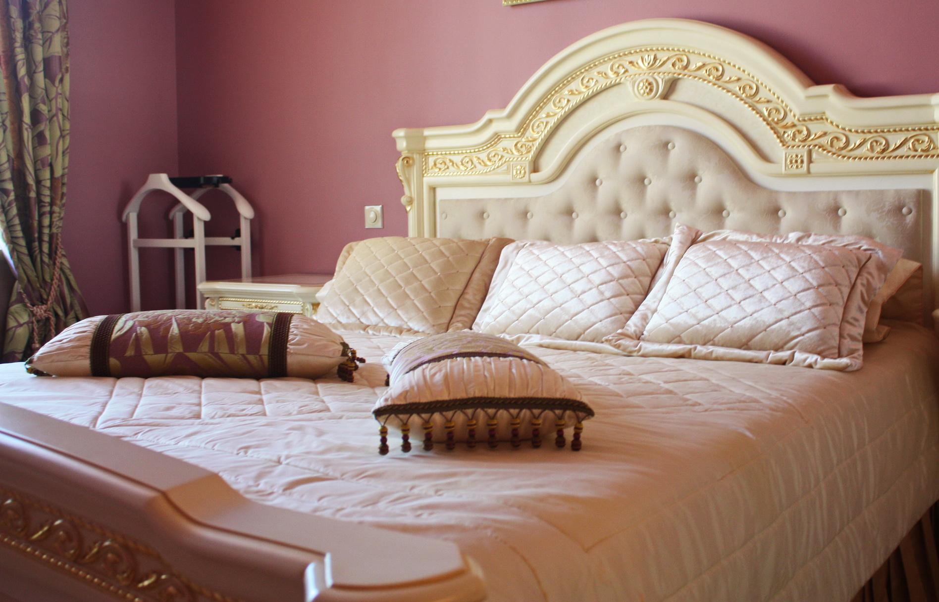 Покрывало для кровати в классическом стиле