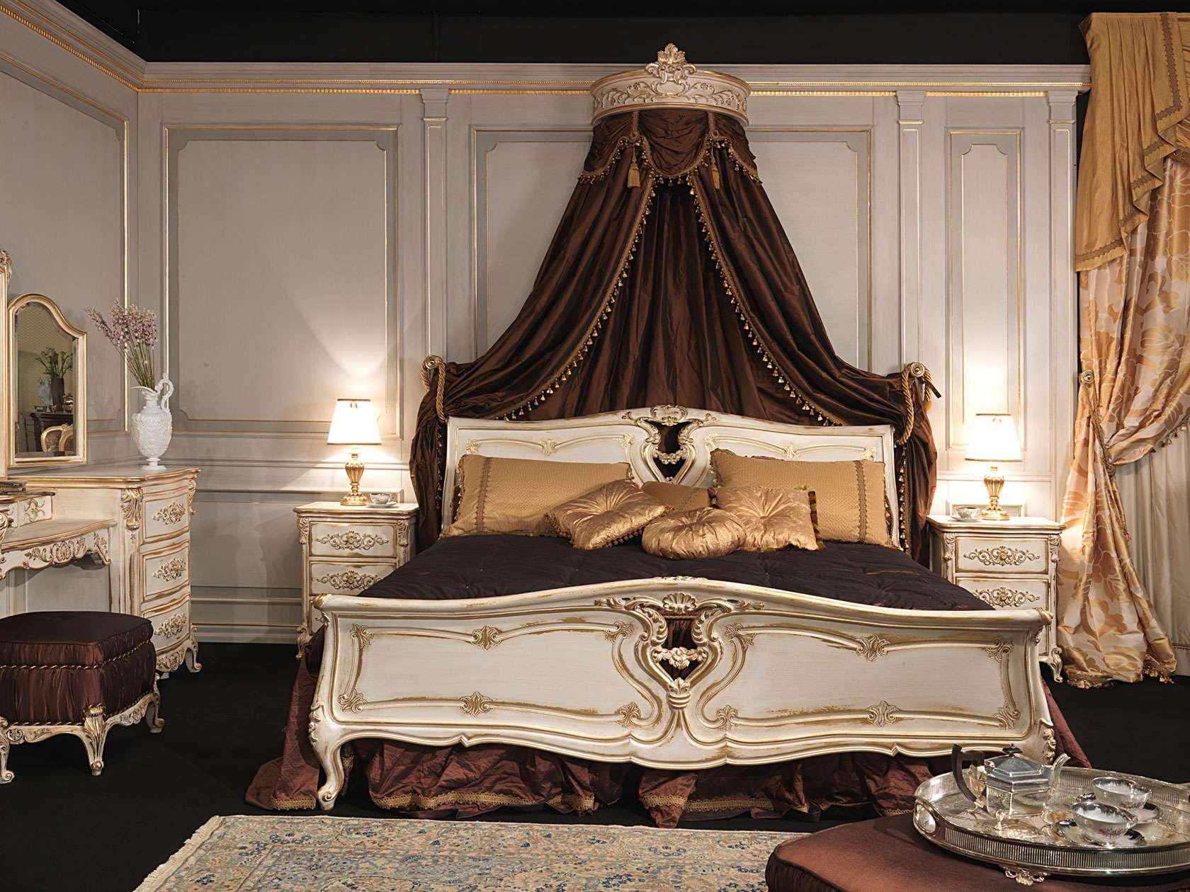 Резная кровать в классическом стиле